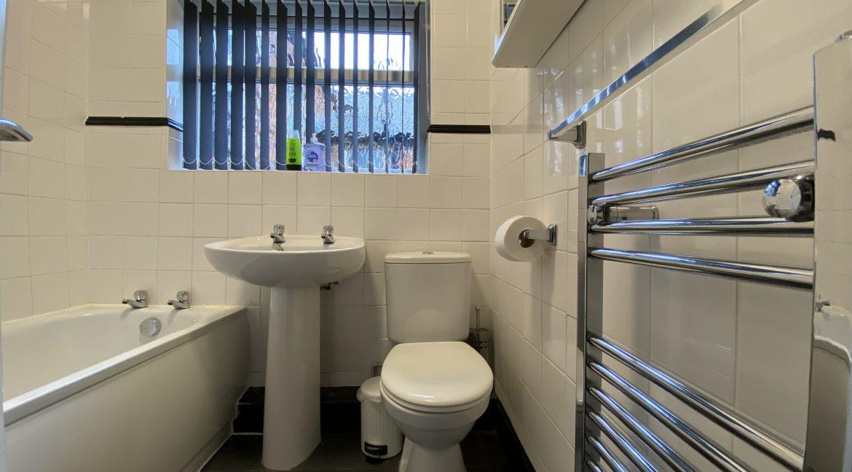 102-Bathroom-01