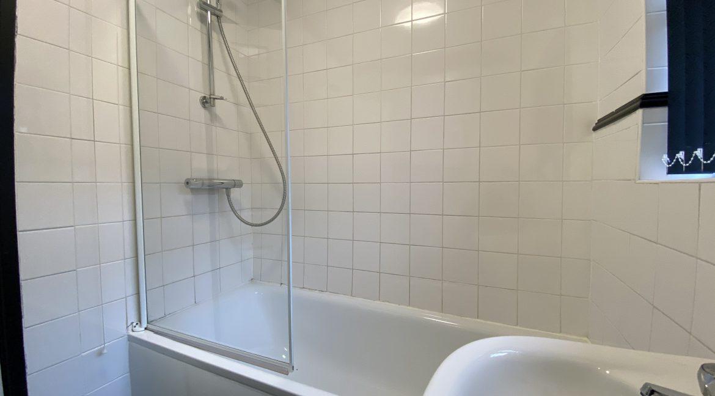 102-Bathroom-02