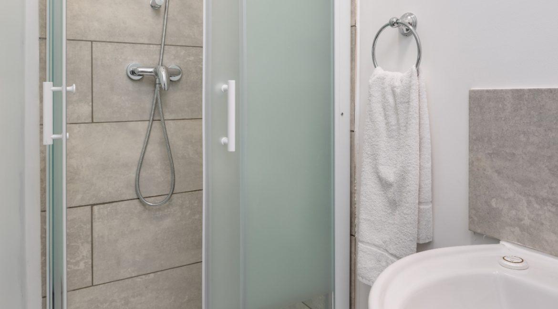 06 Ensuite Shower Room