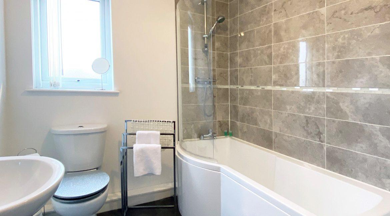 02 Bathroom